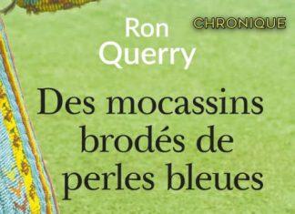 Ron QUERRY - Des mocassins brodes de perles bleues-